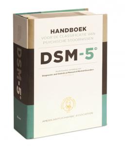 Aan de afmetingen van de DSM kun je wel zien dat de beschrijving van elke aandoening nogal uitgebreid kan zijn.
