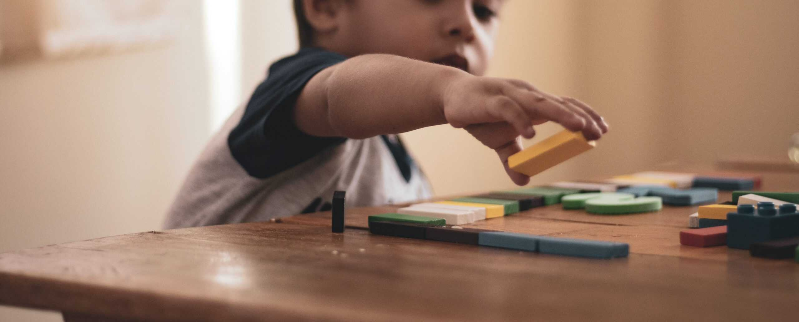 Wat is autisme en hoe ga je ermee om?